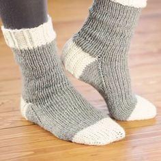 Socken stricken GrundkursEinen Socken zu stricken ist nicht so schwer, wie es vielleicht ausschaut. Hier finden sie einen Socken stricken Grundkurs Schritt für Schritt Anleitungen und wertvolle Tipps… Teil 1Socken stricken mit Rundstricknadel Teil 2Ferse beginnen Teil 3 Ferse beenden Teil 4 Socke beenden Anleitung teilen Haben Sie eine tolle Strickanleitung welche Sie gerne mit …