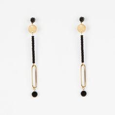 Boucles d'oreilles en laiton doré, perles de verre et perle d'onyxTiges hypoallergéniquesLongueur 8 cmConçu et élaboré en France