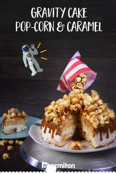 Gravity cake pop-corn et caramel Gravity Cake, Cake Pops, Popcorn Cake, Caramel Recipes, Easy Cake Recipes, Food Art, Food Videos, Deserts, Pop Corn