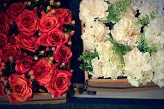 Bethann Greenberg photography | Rosemary Duff Florist | flower arrangement | floral design | wedding flowers | red roses| gardenia | california wedding | vintage | gatsby