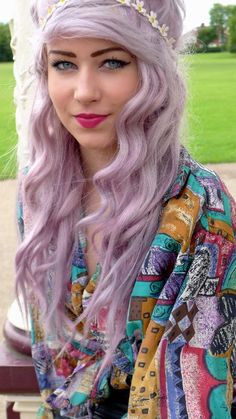 Lilac Hair ~ looks gorgeous on her.... Looks awesome on pale complexions.... I want to try it!