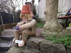 DIY Wooden Garden Ornaments: Simple but Chic Flower Planters, Flower Pots, Wooden Garden Ornaments, Daffodils Planting, Flower Pot People, Landscape Timbers, Deck Decorating, Diy Holz, Home Landscaping