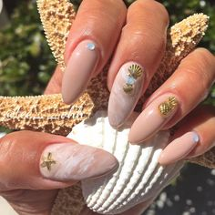 Beach nails are my favorite kind of nails! ☀️#TheNailStudiobyTO #naturalnails #nailart #naildesigns #nailartist #nailartaddict #nailedit #nailobsession #nailspotting #nailartoohlala #nailartdesigns #nailstyle #nailartdiary #nailspiration #showmethemani ##beachnails #pineapple #starfish #seashell #vacationnails #marblednails (at The Nail Studio by TO)