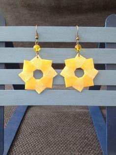 """Boucles d'oreilles """"rosace"""" origami jaunes et blanches : Boucles d'oreille par isa-bo"""