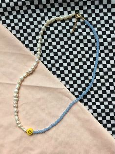 Handmade Wire Jewelry, Diy Crafts Jewelry, Cute Jewelry, Jewelry Accessories, Diy Necklace, Necklace Designs, Beaded Jewelry Designs, Diy Earrings, Pulseras Kandi