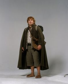 Unedited publicity photos of the cast/characters from THE TWO TOWERS (2002), featuring Elijah Wood, Sean Astin, Billy Boyd, Dominic Monaghan, Viggo Mortensen, Orlando Bloom, Sir Ian McKellen, Liv Tyler, Hugo Weaving, Karl Urban, and Brad Dourif - Imgur