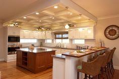 Еще один простой способ соорудить декоративные потолочные балки - симитировать их с помощью гипсокартона. Декорировать такую конструкцию можно используя скрытую подсветку и встроенные светильники