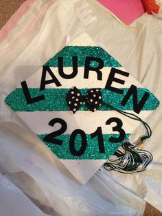 Graduation season is in full swing! If you are just there for some ideas to decorate your graduation Graduation 2016, Graduation Cap Designs, Graduation Cap Decoration, High School Graduation, Graduation Pictures, Graduate School, Graduation Cards, Grad Hat, Cap Decorations