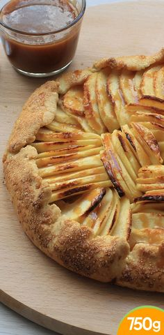 Rustic apple and caramel tart (without mold) - Pomme - Meat Recipes Healthy Meat Recipes, Roast Beef Recipes, Snack Recipes, Dessert Recipes, No Cook Desserts, Easy Desserts, Caramel Tart, Apple Caramel, Food And Drink