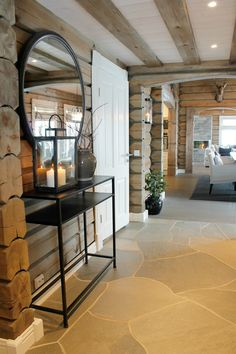 Koselig hytte i Røldal Interior Design Living Room, Interior Decorating, Log Cabin Living, Cabin Interiors, Wooden House, Home And Deco, New Living Room, Log Homes, Cozy House