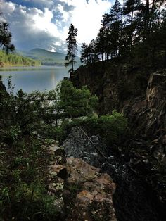 Explore the many communities, including Rapid City, Deadwood and Custer, located in the Black Hills of South Dakota. Great Places, Places To See, South Dakota Vacation, Vacation Packages, Outdoor Camping, Wyoming, Scenery, Adventure, Landscape
