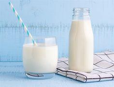 Zahleňuje a zvyšuje cholesterol. 7 mýtů o mléce - iDNES. Cholesterol, Glass Of Milk, Masky, Drinks, Drinking, Beverages, Drink, Beverage