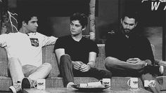 Teen Wolf's Tyler Posey, Dylan O'Brien & Tyler Hoechlin ------------> teen wolf---> I don't know what's going on but it's funny and adorable Stiles Teen Wolf, Teen Wolf Cast, Scott E Stiles, Teen Wolf Boys, Teen Wolf Dylan, Teen Wolf Memes, Teen Wolf Funny, Dylan O'brien, Peter Hale