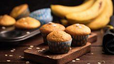 Csokis banános muffin recept: Így készül a mennyei bögrés banános zabpelyhes muffin sok-sok csokival! Muffin, Breakfast, Cookies, Food, Pastry Recipe, Kitchens, Morning Coffee, Crack Crackers, Biscuits