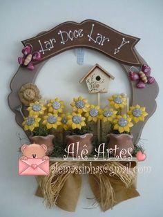 Guirlanda em madeira e biscuit. As flores podem variar conforme você quiser. ( Flores: girassol, margarida e tulipas) R$ 115,00