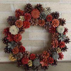 Pine Cone Wreaths - New Deko Sites Pine Cone Art, Pine Cone Crafts, Wreath Crafts, Xmas Crafts, Diy Wreath, Christmas Projects, Pine Cones, Fall Crafts, Fall Wreaths