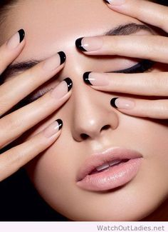 Nude nails & black tips - stylish, alternative french manicure. This is the new French nails! Black Nail Art, Black Nails, Black Manicure, Black Nail Tips, Black French Nails, French Polish, Reverse French Nails, French Manicure With A Twist, Colorful Nails