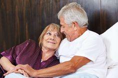 Estudio revela que la actividad sexual frecuente mejora las funciones cerebrales que mantienen el conocimiento en las personas de la adultez mayor. Por Patricia Prieto a actividad sexual frecuente mejora la función cerebral en los adultos mayores. Así lo señala un reciente estudio efectuado por las universidades de Coventry y Oxford, de Inglaterra. La investigación, …