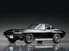 Chevrolet Corvette Sting Ray 427/425 Coupe (1966) – The first-ever production Corvette coupe, a futuristic fastback, sported one of the most unique styling elements in automotive history - a divided rear window. #AmericanCar #Coupe #TwoDoor #Black #Sixties #ClassicCar