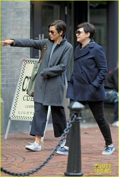 Ginnifer Goodwin & Jamie Dornan's Wife Amelia Warner Catch Up Over Coffee in Vancouver