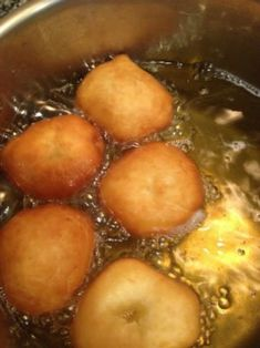 How to make homemade malasadas. Fluffy doughnuts that are rolled in sugar. These are best eaten fresh and warm, but the dough can be kept for a few days. Portuguese Desserts, Portuguese Recipes, Portuguese Food, Italian Recipes, Just Desserts, Delicious Desserts, Yummy Food, Healthy Food, Malasadas Recipe Portuguese
