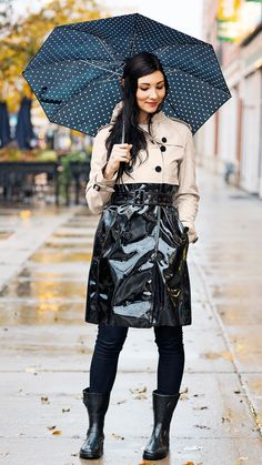 Photographer Tim Klein captures The Art of the Trench for Burberry // Burberry Trench Coat // Fashion Photography // Street Style Black Raincoat, Raincoat Outfit, Burberry Outfit, Burberry Trench Coat, Burberry Scarf, Vinyl Raincoat, Pvc Raincoat, Trench Coat Style, Trench Coat Men