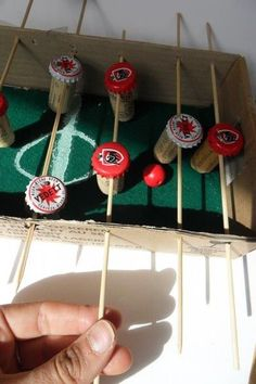 very clever way of using your leftover wine corks and bottle caps! mini foosball table Linus birthday present Wine Cork Crafts, Bottle Cap Crafts, Bottle Caps, Diy Crafts For Kids, Fun Crafts, Arts And Crafts, Diy Cork, Leftover Wine, Craft Projects