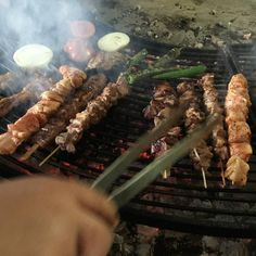 Barbecue; do it on your own. Buy the meat in kilos and barbecue it in one of the shared charcoal places. A very common system in Turkey. #Travel # #Turkey #SerifYenen