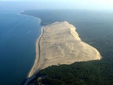 """The Great Dune of Pyla (or Pilat) is the tallest sand dune in Europe. It is located in La Teste-de-Buch in the Arcachon Bay area, France, 60 km from Bordeaux. Pilat is often spelled Pyla, hence the alternative name """"dune of Pyla"""". More accurately, Pyla is Places To Travel, Places To See, Places Around The World, Around The Worlds, Beautiful World, Beautiful Places, Beautiful Family, Amazing Places, Europa Tour"""