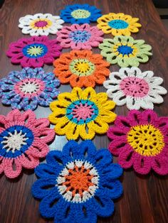 Crochet Easy Big Flower by rosanna Crochet Table Mat, Crochet Doily Rug, Crochet Circles, Crochet Cushions, Crochet Flower Patterns, Afghan Crochet Patterns, Crochet Home, Crochet Designs, Crochet Crafts