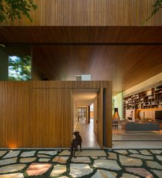 Image 36 of 50 from gallery of Tetris House / Studio - Marcio Kogan + Carolina Castroviejo. Photograph by Fernando Guerra Residential Architecture, Contemporary Architecture, Interior Architecture, Contemporary Homes, Amazing Architecture, Wooden Cladding, Suite Principal, Casa Patio, Indoor Outdoor Living