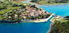 Osornak ma alig száz állandó lakosa van, és ha nem itt vágták volna ketté Cres és Lošinj szigetét, valószínűleg itt sem említenénk meg. Az Isztria és Dalmácia közötti hajóutat jelentősen lerövidíthetjük a Kavuada csatornán való átkeléssel.