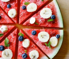 Fully Raw Fruit Pizza -- A fun recipe to make with your family, perfect for kids! Recipe by sweetsimplevegan.com