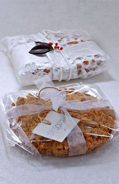La ricetta tradizionale della torta sbrisolona di Mantova, un dolce tipico semplice e genuino con farina di mais, nocciole e pochi altri ingredienti.