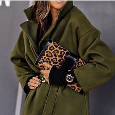 """LolaRioStyle ( """"For the woman who has everything, this timeless yet fashionable watch is the…"""" Fashion Images, Fashion Pictures, Trench Coat Outfit, Kinds Of Clothes, Fashion 2020, Women's Fashion, Passion For Fashion, Winter Fashion, Outfits"""