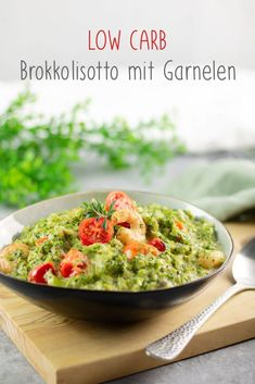 The broccoli risotto is a low carb risotto. The recipe is easy to cook and tastes great. # gluten free # slimming # diet Broccoli risotto with shrimps and tomatoes - low carb and completely without rice Anja & Michael Stärr anjastaerr Low Veggie Recipes, Low Carb Recipes, Diet Recipes, Healthy Recipes, Keto Snacks, Healthy Snacks, Law Carb, Low Carb Diet, Zucchini