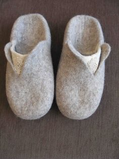 Gray felted women& slippers without heel by VijaVija on Etsy. Quilted Gifts, Felted Slippers, Natural Latex, New Crafts, Doll Shoes, Felt Art, Diy Clothing, Baby Booties, Womens Slippers