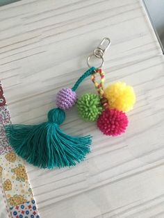 Free Crochet Bag, Crochet Clutch, Crochet Purses, Crochet Earrings, Pom Pom Bag Charm, Hippie Crochet, Pom Pom Crafts, Handmade Jewelry Designs, Basic Crochet Stitches