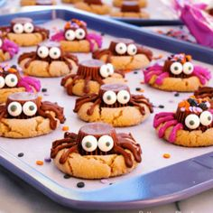 Trick or Treat! Best Halloween Sweets and Treats! Classic Peanut Butter Cookies, Best Peanut Butter, Halloween Cookies, Halloween Treats, Healthy Halloween, Spooky Halloween, Irish Cream, Best Apple Desserts, Oreo