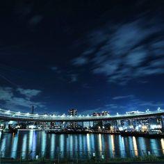Instagram【nekotea_skywalker】さんの写真をピンしています。 《Rainbow Bridge And Night Lights Reflection. 芝浦ふ頭付近より #芝浦ふ頭 #夜景 #レインボーブリッジ #リフレクション #reflection #bridge #nighttime #nightview #nightphotography #nightscape #tokyo #rainbowbridge #japan #tokyobay #bayside #tv_bridges #nightlights #japannightview #eyeem》