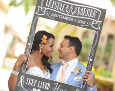 Haz fotos originales con este photocall que parece una entrada de facebook. Con el tamaño de un DIN A1 (59cmx84cm), se puede pedir personalizarlo para la ocasión. Si lo combinas con los Accesorios para #photocall de boda serán fotos más divertidas. #party #fiesta