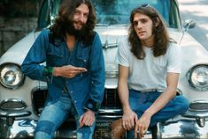 Glenn Frey of The Eagles and a guy named Paul, rest on the hood of an old car. The Eagles were the most popular band of the seventies and their reunion tour in the nineties was also very successful. Get premium, high resolution news photos at Getty Images Soul Music, Music Love, Music Is Life, Papa Roach, Breaking Benjamin, Sara Bareilles, Garth Brooks, Eagles Band Members, Glen Frey