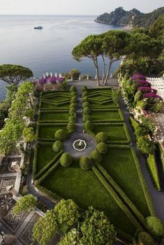 Topiary garden of Villa la Cervara, Santa Margherita Ligure, Italy Landscape Architecture, Landscape Design, Garden Design, Formal Gardens, Outdoor Gardens, Beautiful Landscapes, Beautiful Gardens, Topiary Garden, Boxwood Garden