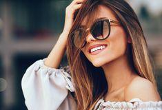 Το μαύρο, το γκρι και το καφέ είναι τα πιο συνηθισμένα χρώματα στους φακούς των γυαλιών ηλίου. Βέβαια τα τελευταία χρόνια είναι στη μόδα τα γυαλιά με χρωματιστούς φακούς. Το trend αυτό είναι στιλάτο και διασκεδαστικό, όμως οι χρωματιστοί φακοί είναι παραπάνω από μια στιλιστική πινελιά. Στη πραγματικότητα κάθε χρώμα εξυπηρετεί έναν σκοπό. Ιδανικά πρέπει να διαλέγεις χρώμα στους φακούς σου ανάλογα με τη χρήση που σκοπεύεις να κάνεις. Παρακάτω […] The post Τι χρώμα φακούς να διαλέξεις στα γυα Young Women, Smile, Stock Photos, Sunglasses, Lifestyle, Portrait, Celebrities, Stuff To Buy, Beautiful