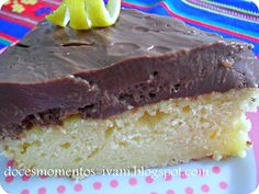 Bolo de limão com musse de chocolate - http://www.receitasbrasileiraseportuguesas.com/bolo-de-limao-com-musse-de-chocolate/