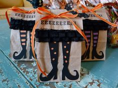 Lovely witches feet treat bags for your Halloween party! Eeeeek!!