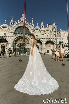 #sukniaslubnacrystal dostępna w Galerii Ślubu Kamea. #sukniaslubna #sukniaslubnakamea