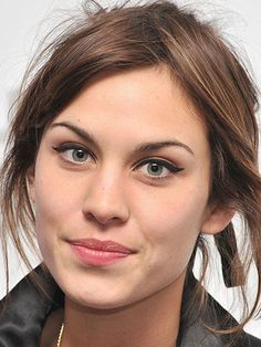 Alexa Chung's makeup: perfect winged eyeliner and a neutral lip.