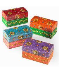 Resultado de imagen para cajas de madera decoradas Wooden Box Crafts, Painted Wooden Boxes, Painted Jewelry Boxes, Wood Crafts, Diy And Crafts, Arts And Crafts, Hand Painted, Wood Box Design, Thali Decoration Ideas