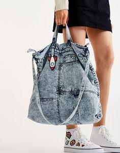Denim tote bag new woman pull bear united kingdom Denim Tote Bags, Denim Purse, Denim Bags From Jeans, Diy Jeans, Ropa Upcycling, Mochila Jeans, Denim Ideas, Denim Crafts, Recycled Denim